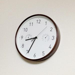 連続秒針の時計